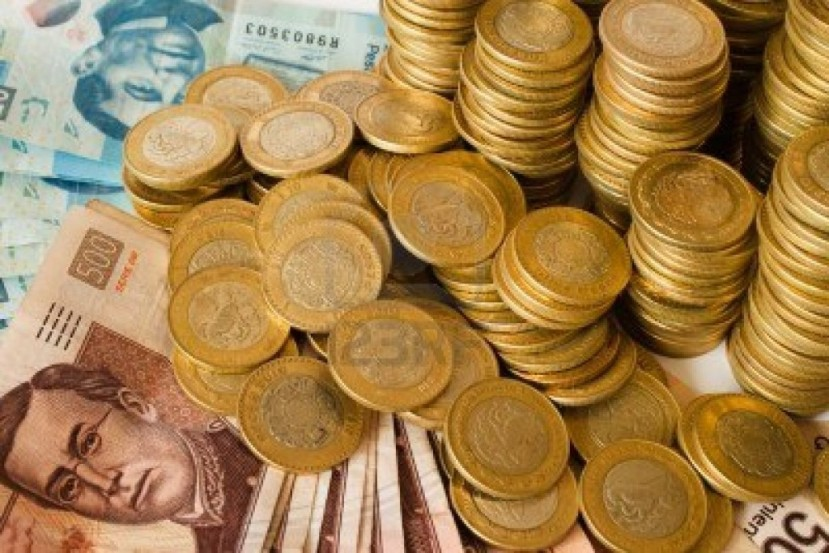 13995509-monedas-y-billetes-de-banco-dinero-pesos-mexicanos