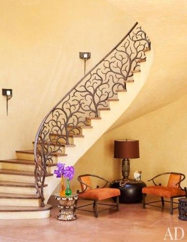 item3.rendition.slideshowWideVertical.will-jada-pinkett-smith-home-04-staircase