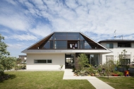01_naoi-house-large-roof