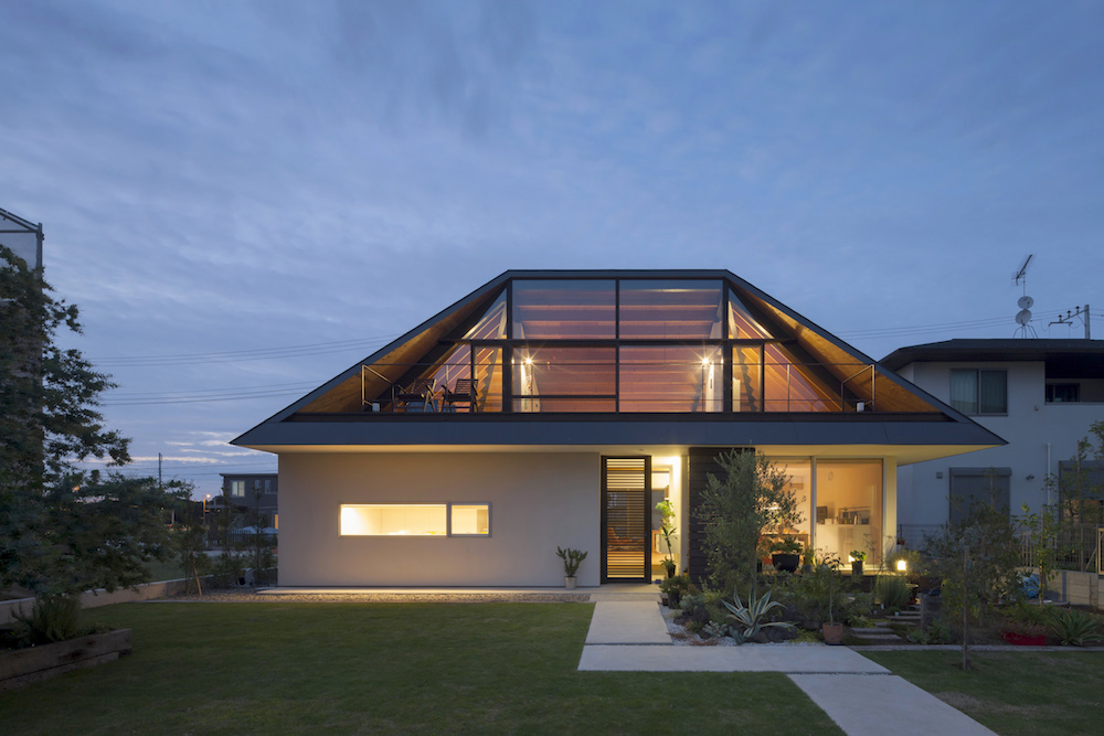 02_naoi-house-large-roof