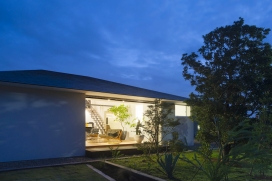 03_naoi-house-large-roof