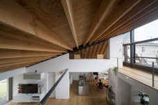 08_naoi-house-large-roof