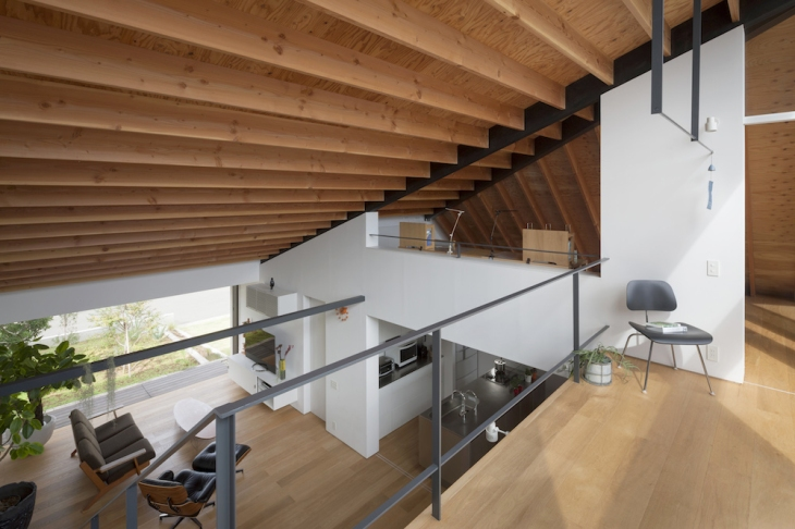 09_naoi-house-large-roof