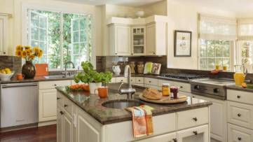 Sarah-Michelle-Gellar-and-Freddie-Prinze-Jr.-Home-Kitchen