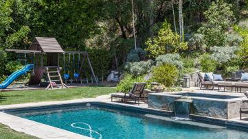 Neil-Patrick-Harris-Home-Backyard